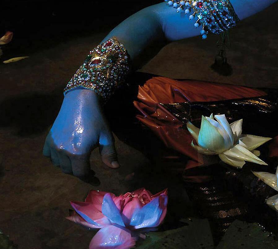 Nandini Valli Muthiah, <em>Abstract 3,</em> 2006